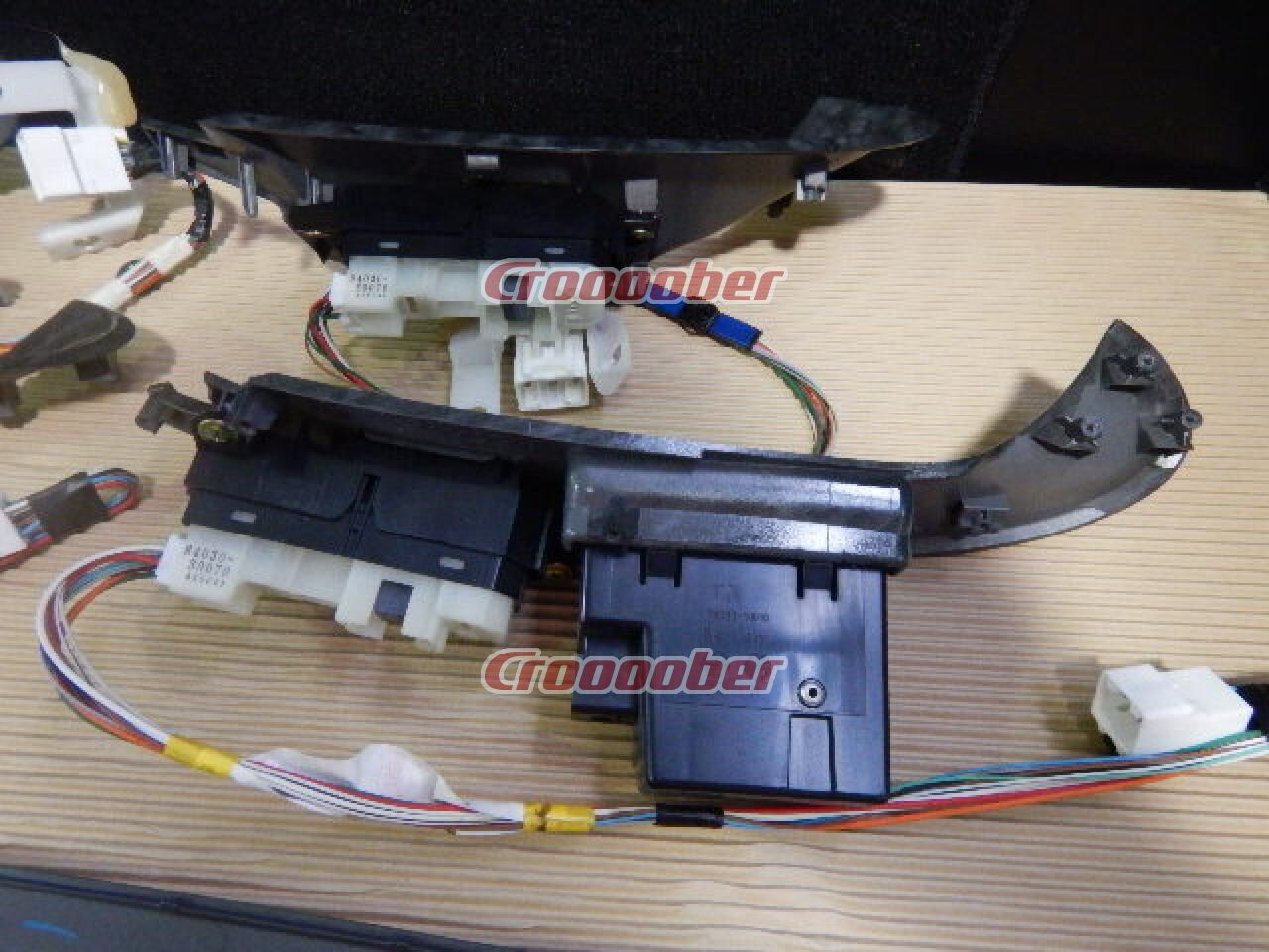 Toyota Genuine 18 Crown Royal With Door Panel Switch One Cars